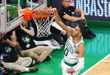 Jayson Tatum de los Celtics de Boston.|AFP