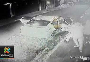Un video muestra el momento en que al parecer se da un intento de secuestro en Cartago