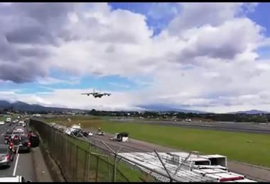 Videos cortesía del sitio CR Denuncia y de Carlos Fernández, aficionado a los aviones.