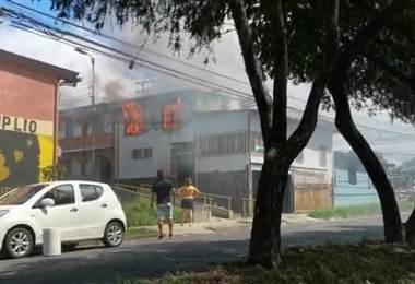Incendio en vivienda en Hatillo deja solo daños materiales