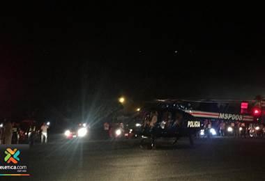 Vehículos iluminan pista de Chacarita para habilitar traslado de vuelo ambulancia con niños graves