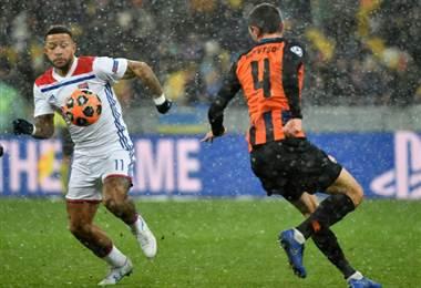 Lyon empata bajo la nieve ante el Shakhtar (1-1) y se mete en octavos de 'Champions'.|UEFA Champions League
