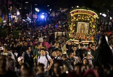 Millones de mexicanos viajan cada año a la Basílica de Guadalupe, en el norte de Ciudad de México  BBC Mundo.