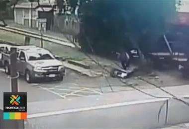 Cámara captó dramático atropello de peatón en la calle de La Amargura en san Pedro
