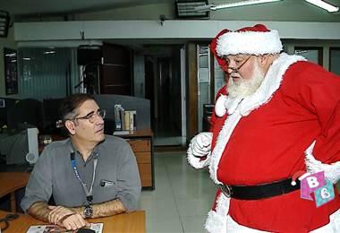 Santa Claus visitó Telenoticias