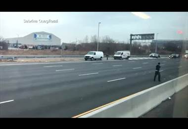 Llueve dinero en autopista de EE.UU.