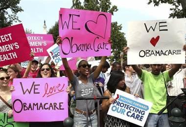 """""""Como lo predije, el Obamacare fue derribado por se un desastre constitucional"""", dijo Trump"""