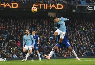 El brasileño Gabriel Jesús anotó en un doblete en la victoria del Manchester United ante el Everton. AFP