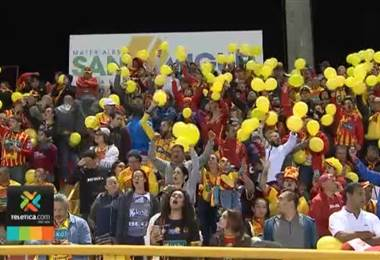 El Rosabal Cordero se convirtió en una fiesta en el primer juego de la final nacional