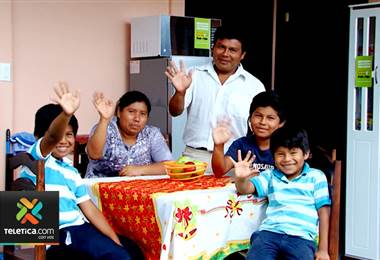 Sueños de Navidad: Familia del territorio indígena Cabagra ahora tiene una casa propia