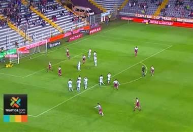Christian Bolaños y Johan Venegas se unieron para darle dos de los tres últimos goles a Saprissa