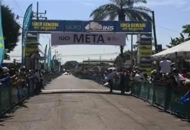 Sebastián Moya gana etapa 4 de la Vuelta a Costa Rica. Andrés González