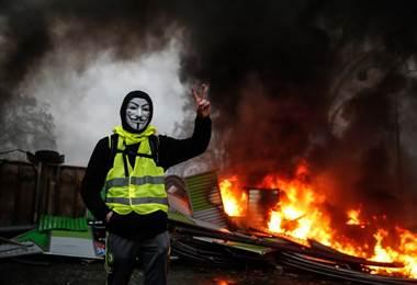 Chalecos amarillos protestan en Francia