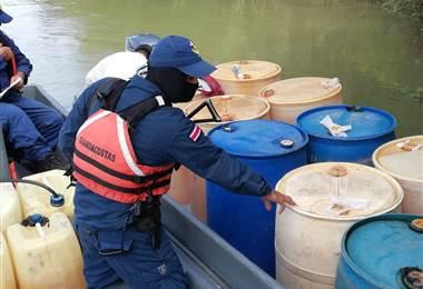 Servicio Nacional de Guardacostas decomisan gasolina súper
