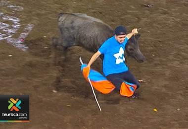 Figuras públicas encabezan la lista de retadores de toros en Zapote