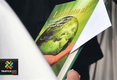 Nuevo libro que analiza la encíclica del Papa Francisco ya se encuentra a la venta en el país