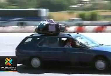 Tránsito advierte que vigilará la sobrecarga de vehículos a centros vacacionales