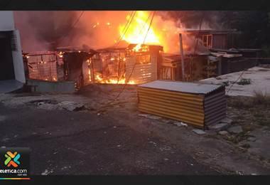 Fuego consume estructura en Santa Cecilia de Guadalupe