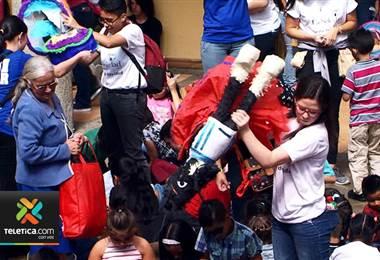 1000 niños de escasos recursos celebraron la Navidad en San José