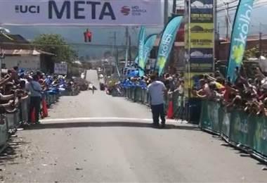 Román Villalobos ganó la sexta etapa de la Vuelta a Costa Rica. Andrés González