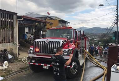 Incendio consume casa en Desamparados