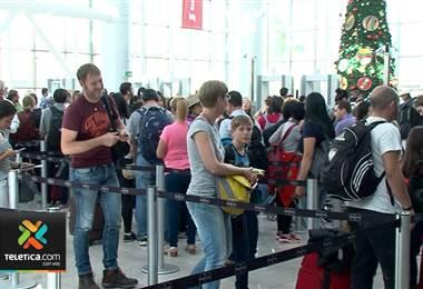 Problema en sistema electrónico de Interpol provoca grandes filas en el aeropuerto Juan Santamaría