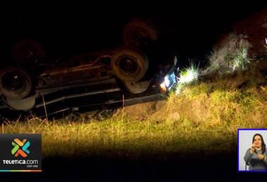 Hombre falleció la madrugada del martes tras a caer en su vehículo por un guindo de 15 metros