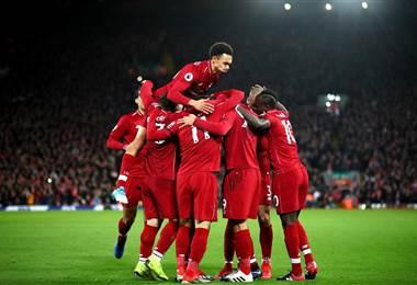 Celebración del equipo del Liverpool |Facebook Premier League.