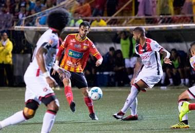 El delantero de Herediano, Yendrick Ruiz.