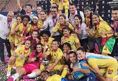 Daniela Solera se coronó campeona de Copa Libertadores con el Atlético Huila.  Huila en Twitter