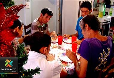 Gracias a su ayuda en Sueños de Navidad un adulto mayor, sus hijos y nietos tienen casa propia
