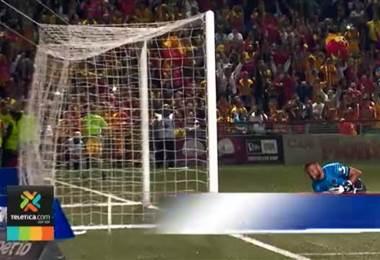 Doblete contra Alajuelense lleva a Yendrick Ruiz al Club 100 en Primera División