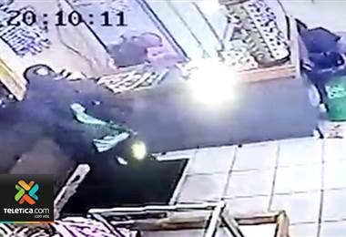 2 hombres con armas de fuego asaltaron un supermercado en Grecia y se robaron ₡600.000