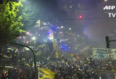 Hinchas de Boca despiden a jugadores antes de final ante River