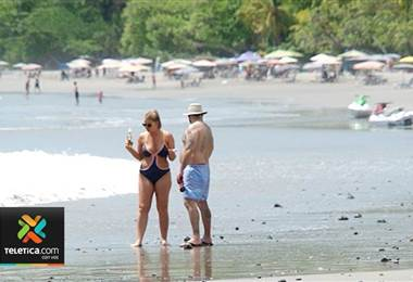 Turismo en playas costarricenses.