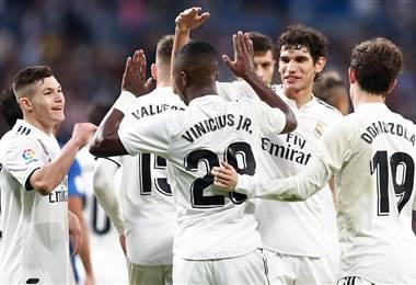 Los jugadores del Real Madrid celebran su clasificación a octavos de Copa del Rey.|realmadrid.com
