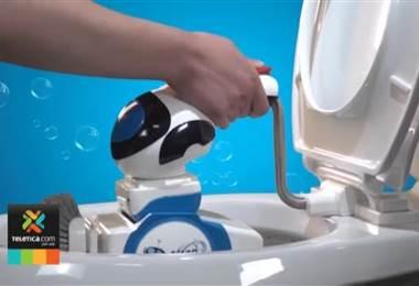 Robot portátil realiza la limpieza del baño en cinco minutos