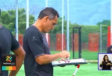Alajuelense tiene a sus jugadores listos para la tanda de penales si estos son necesarios