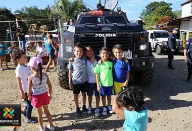 Fuerza Pública celebró la Navidad a niños de bajos recursos en La Tabla de Desamparados
