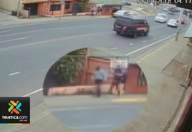 Su ayuda puede ser fundamental para ubicar a dos sospechosos de asesinar a vendedor de carros
