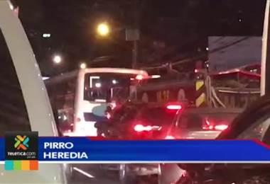 Caos vial en algunos sectores del GAM complica traslado de bomberos en una emergencia