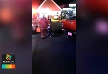 Ocho personas heridas, entre ellos un niño tras colisión de vehículo contra restaurante en Moravia