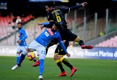 Nápoles derrotó al Frosinone por la Serie A.  AFP