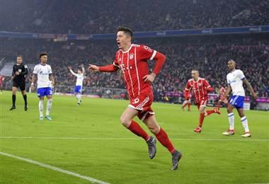 Robert Lewandowski marcó por 11º partido consecutivo en casa, igualando el récord de su técnico Jupp Heynckes en 1973. Tomada del Facebook del Bayern Múnich