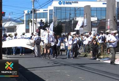 Guardaparques se tiraron a las calles para protestar por mejores condiciones