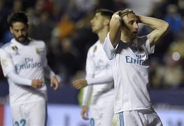 Luka Modric del Real Madrid se lamenta una acción desperdiciada.|AFP