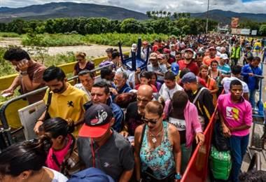 Miles de venezolanos siguen tratando de ingresar a Colombia para huir de la crisis en su país. AFP