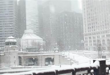 Tormenta invernal cancela vuelos y colapsa carreteras en EE. UU.