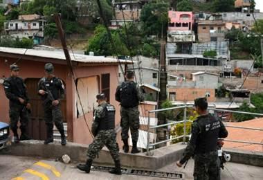 Policía interviene un barrio de Tegucigalpa, Honduras. AFP