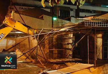 El mercado de la Plaza de la Democracia se redujo a escombros y sus artesanos se preparan para vender en un nuevo lugar